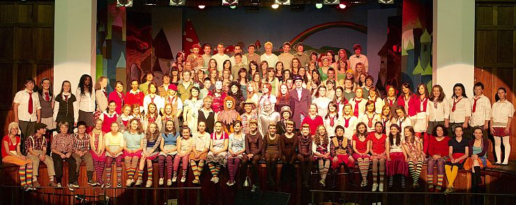 Newbridge_College_Musical_2008_Full_Cast.jpg
