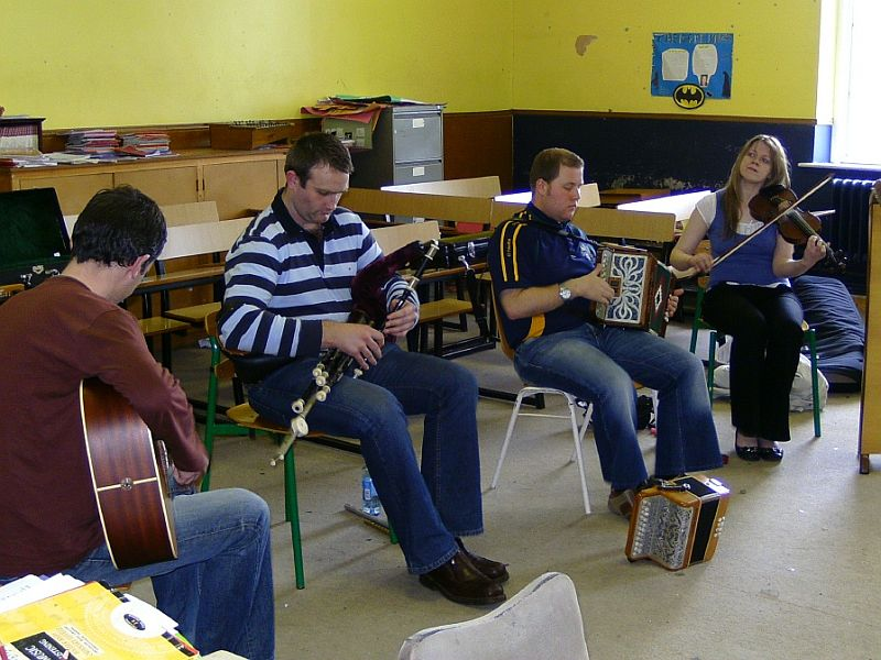 Traditional Musicians visit College